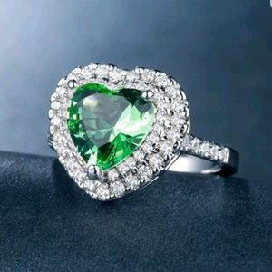 New 925 silver heart shaped green amethyst ring